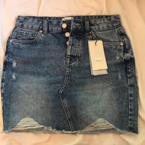 Säljer en jätte fin blå jeanskjol som är helt ny. Aldrig använd bara testad. Säljer pågrund av att jag redan har flera. 150kr eller högst bud💕💕