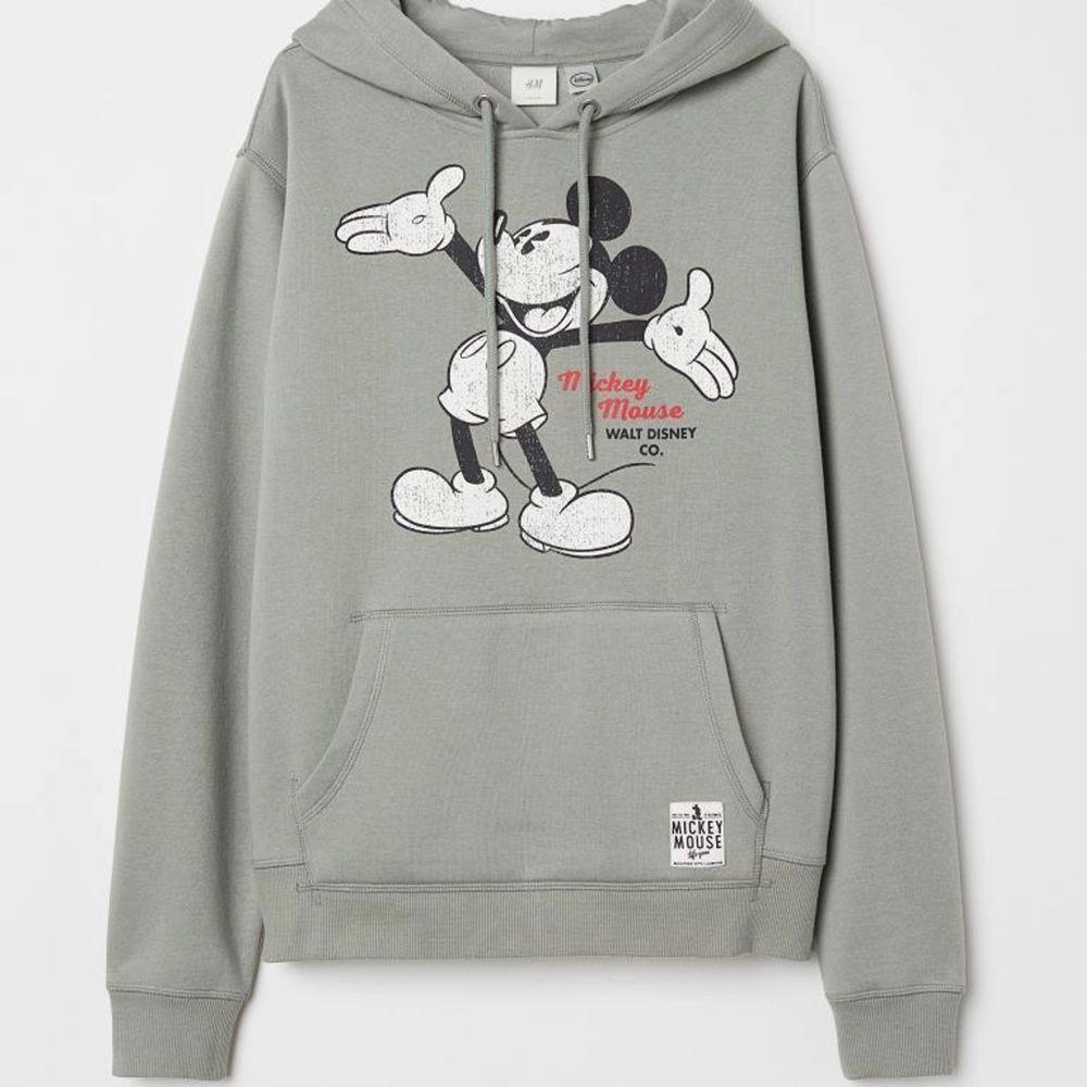 Sjukt mysig hoodie med ett jätte gulligt tryck fram, använd Max 3 gånger pga inte är min stil och där av i väldigt bra skick. . Huvtröjor & Träningströjor.