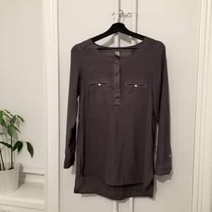 Grå skjorta/blus från hm!