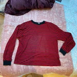 Cool tröja från HM i storlek XS! Du står för frakten 💖💖