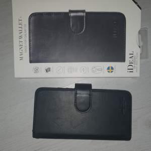 Det här är ett plånbok skall i svart där du kan ha alla dina kort. Du behöver dock ett magnetiskt skal som kan fästa vid plånboksskalet, eftersom jag då tappat bort mitt. Det är inte använda och i fint skick. Frakt tillkommer💕 passar Samsung galaxy s9