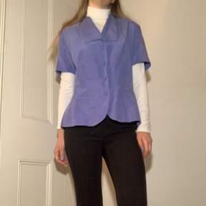 Blå vintage skjorta köpt på second hand i London. Jag har använt den en gång, väldigt söt och i bra skick