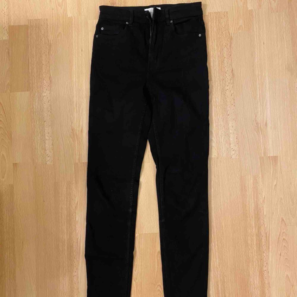 Snygga skinny jeans från H&M! Jättestretchiga och ankellånga.. Jeans & Byxor.