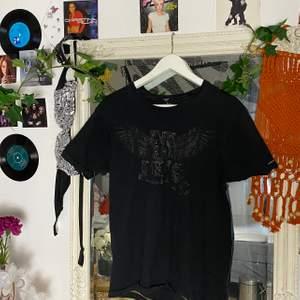 Säljer denna t-shirt, frakt: 63kr🧸💕