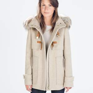 ZARA beige duffle coat without the hood. Excellent condition. 75% wool Lenght(cm): 68 Chest(cm): 96 Size S, but it can easily fit M  Pick up available in Kungsholmen  Please check out my other items! :)