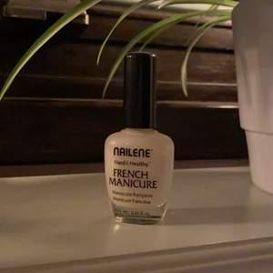 Fransk manikyr nagellack. Säljes för 15kr, frakt tillkommer✨💅🏼💖