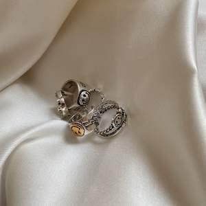 Alla ringar är i nyskick, unisex, justerbara samt sterling silver 925🤎 beställ genom plick (swish) eller genom hemsidan www.SaintBavi.com för att säkra en ring direkt! Prislista (alla priser är inklusive frakt):                                        Ring 1, 2, 5 = slutsåld                                                                           Ring 3 110 kr.                                                                        Ring 4= 99kr.                                                                                  HAPPY SHOPPING🥰🤍⚡️