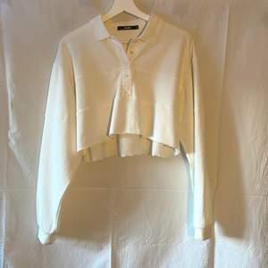 Skitsnygg tröja från bikbok i skönt sweatshirt-material.