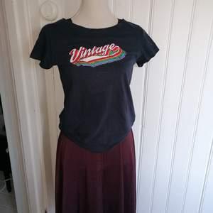 Jättefin t-shirt från Jacqueline de Yong! Kommer inte till användning längre:(. Nypris: 299. Pris kan diskuteras !