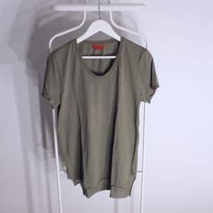 Vintage T-shirt från Red Collar project gött skick! Storlek: SStartbud: 40kr, Skriv buden till mig privat eller kommentera på bilden!  Kan även mötas upp mellan Varberg & Göteborg Köpare står för frakten (Du bestämmer vilket paket så länge det uppfyller vikt och storleks kraven)