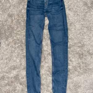 Blåa Jeans, använda ett fåtal gånger, storlek 34 från Zara