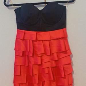 Super fint klänning från Lipsy london💖 använd endast en gång, skriva för mer bilder 💖kom med bud vid intresse 😃