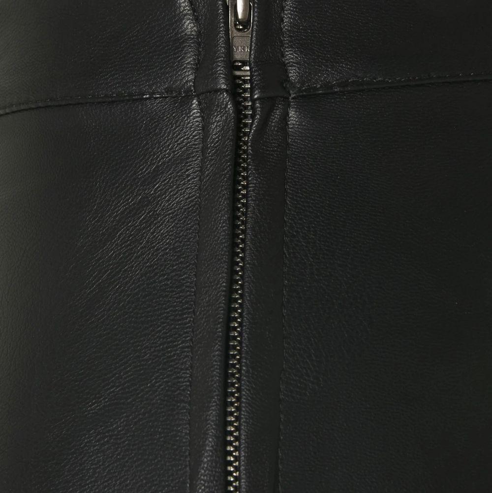 Använda typ 2 gånger. De är i storlek 38 och jag är en 34/36 men de sitter bra ändå, lite lösare bara💖. Jeans & Byxor.