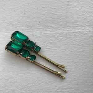 2 stycken dekorativa hair pins.