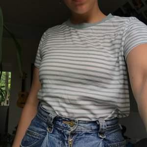 Ännu en randig tröja, denna från bikbok, jättefin med ett par jeans!