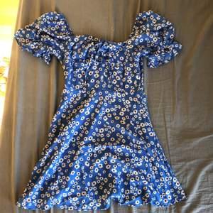 Klänning från shein, helt oanvänd men fick ingen prislapp på den. Jag är 160 cm och den går lite över knäna på mig💖