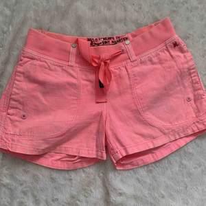 Gastra shorts i Linn står storlek 34, tycker de passar en 36 också. Nya.