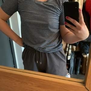 Marinblå och vit randig t-Shirt