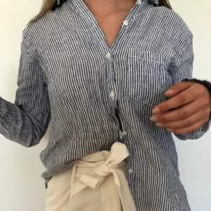 Randig linneskjorta, bra skick
