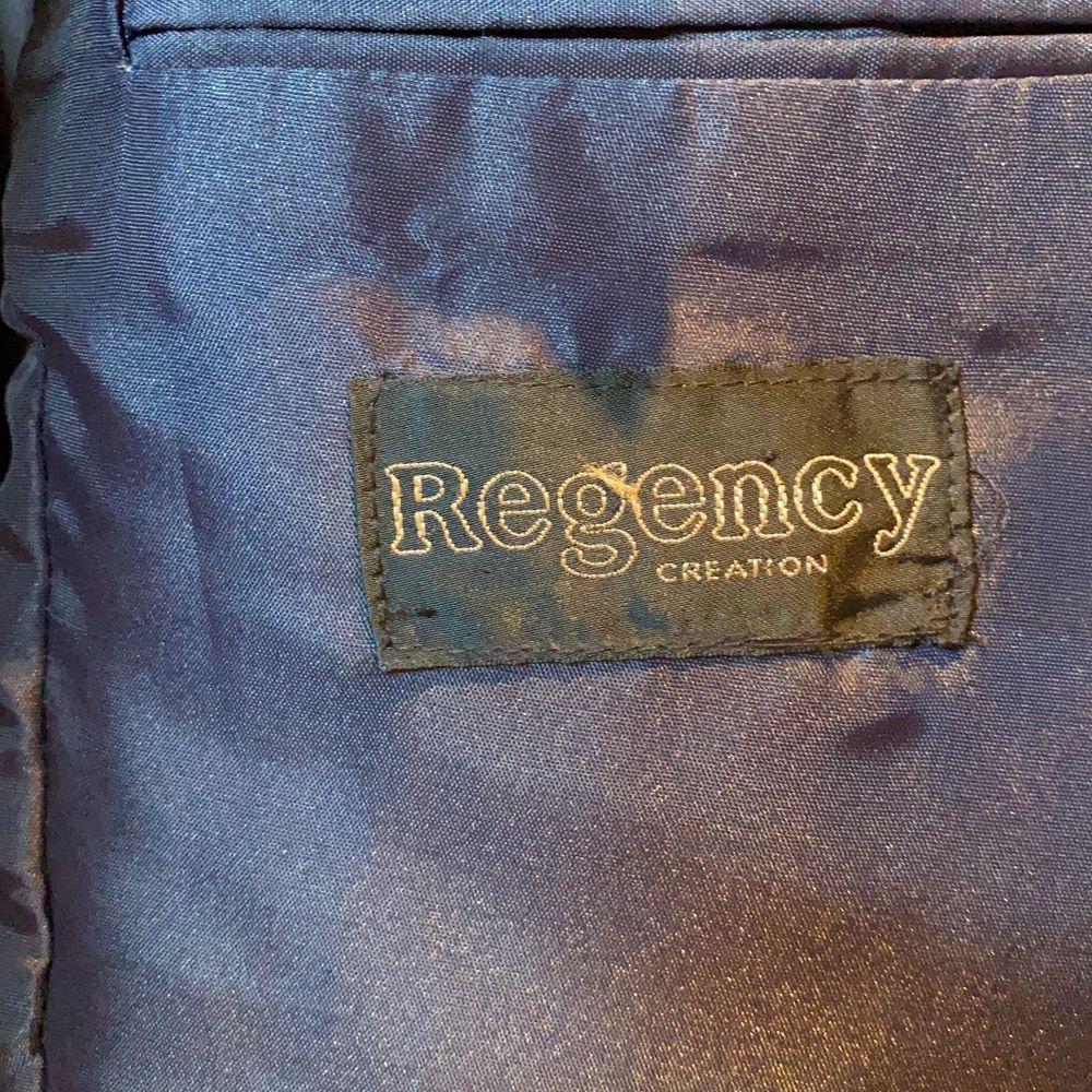 Oversize kavaj från ett gammalt märke: regency nypris mellan 3000-4000. Jackor.