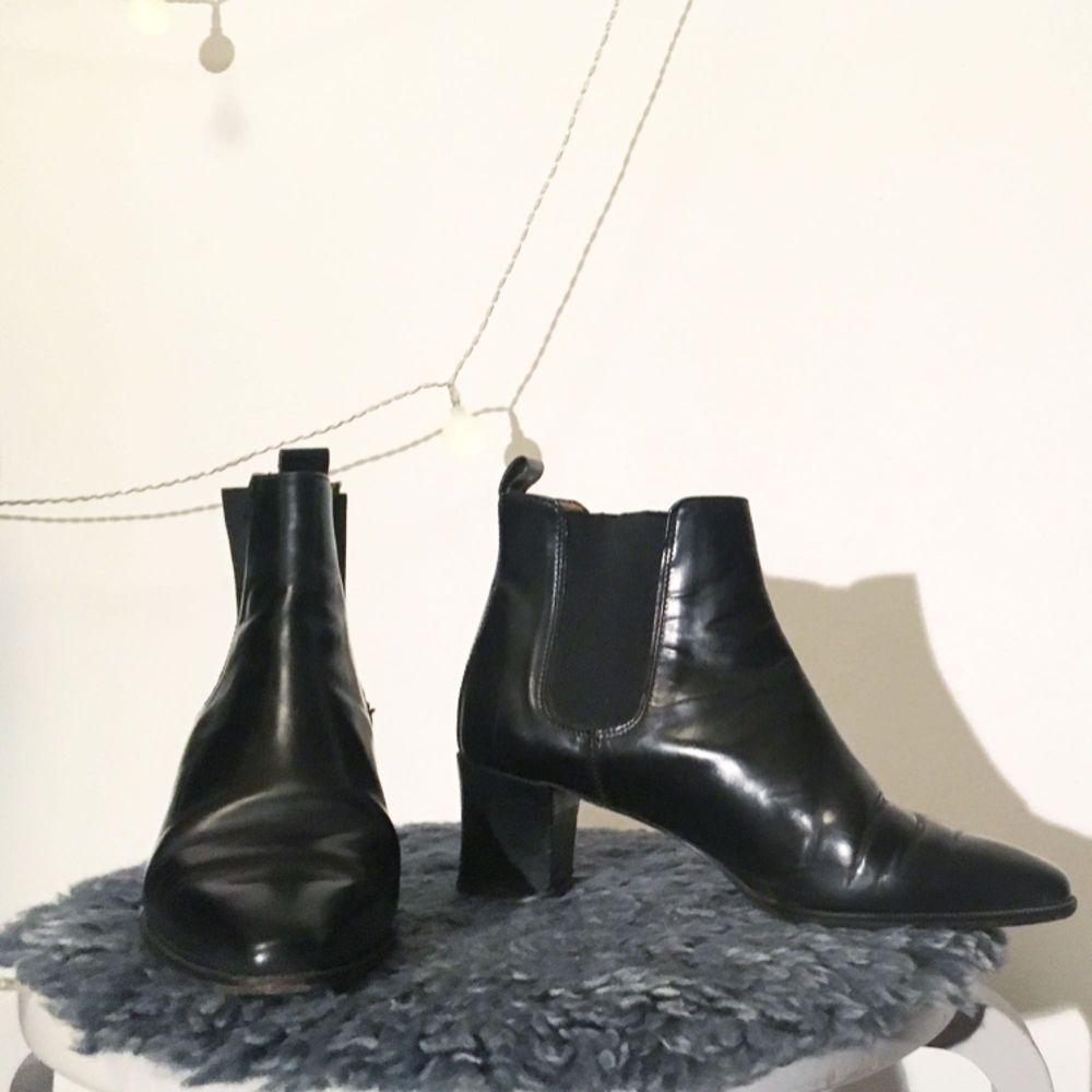 Låga, spetsiga, svarta läderklackar från Rizzo 🥂🍾  FRI FRAKT 🌻. Skor.