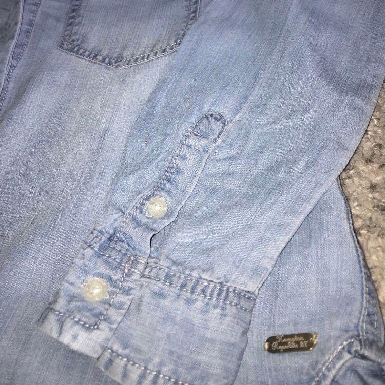 Denim färgad tunika med extra tyg över ryggsluten och rumpan. Perfekt för häng på stranden. 100% lyocell. Storlek 34 från Kappahl, Hampton Republic.. Kostymer.
