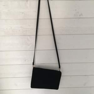 En väska från hm som knappt inte är använd. Den är i ett fint skick. 🤍