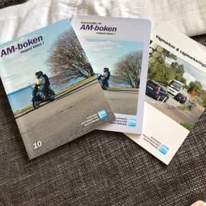 Körkortsböcker till AM körkort! Inköpta hösten 2016, har skrivit lite i övningsboken, men det går att sudda bort snabbt 😉 säljer för 150kr !!