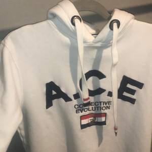 Hej säljer min ACE hoodie för den blev liten i tvätten så den passar inte mig längre det är en storlek M men passar nu S. Den är i ett ok skick eftersom att den är nopprig men det kan man ta bort. (Nypris 1000kr)
