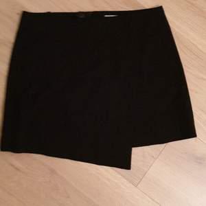 Jag säljer en stockh lm kjol som jag aldrig använd. Den är i storlek 36. Jag säljer den pga fel storlek. Från djur- och rökfritt hem Finns i Norrviken Samfraktar
