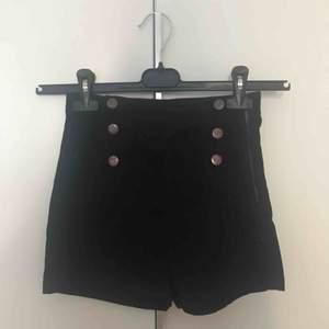 Marinblåa sailor shorts. Fint skick!