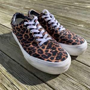 Super coola skor från pull and bear i leopard mönster! Använda endast 2 gånger. (Köparen står för frakten) ❤️