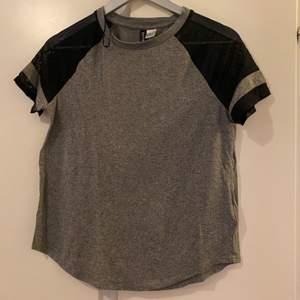 T-shirt i storlek M använd en gång