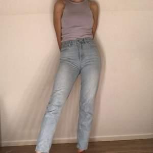 Jättesköna raka jeans från NA-KD! Bra skick💙 Buda!