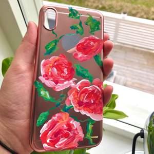 Ett rosegold skal med målade rosor på🌹 helt oanvänd, 95kr inklusive frakt💗 till iPhone xs max❣️