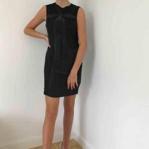 Axellös klänning från Disel. Mycket sparsamt använd.