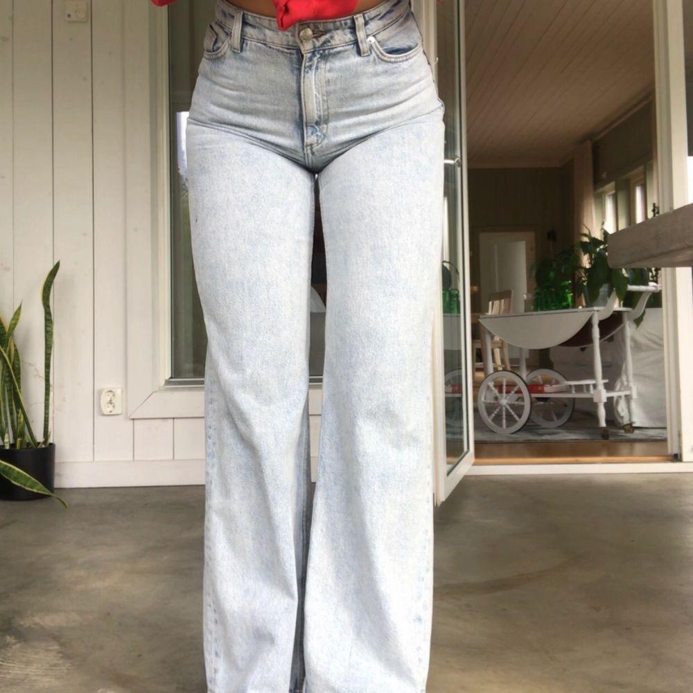 Yoko jeans från monki som tyvärr blivit för små, väldigt bra skick! 250kr😊. Jeans & Byxor.