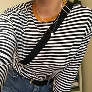Mysig randig tröja från h&m, perfekt till hösten!! Passar till typ allt.