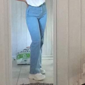 Säljer mina älskade jeans från madlady då de är liiite för stora för mig Använda ett fåtal ggr Storlek 38 💗