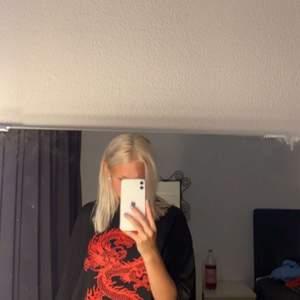 Sjukt cool oversize tröja från shein, aldrig använd!❤️❤️