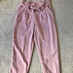 Kostymbyxor från newyorker som inte kommer till användning😌 strl 38 men skulle även säga det passar 36 då dom går att knyta i midjan😊