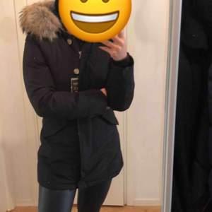 Säljer min woolrich vinterjacka, endast använd en vinter. Pris kan diskuteras vid snabb affär.