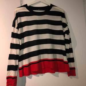 Tunn tröja från Zara, storlek S. Säljer pga ingen användning🌿