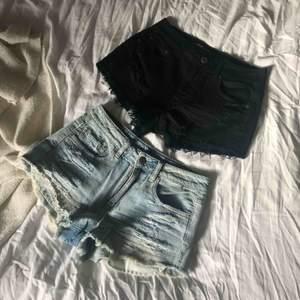 2-pack high waist jeans shorts från American Eagle. Knappt använda i väldigt fint skick i storlek S. Styckpris: 120
