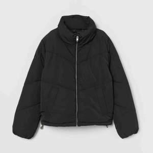 Säljer min svarta jacka från hm billigt!