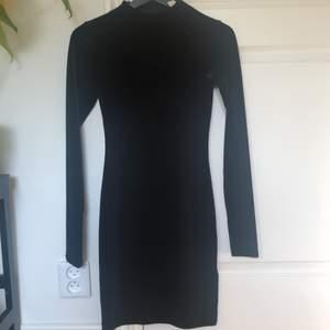 Snygg svart sammets klänning! Enkel att matcha med och extra fin nu när hösten är här🍁