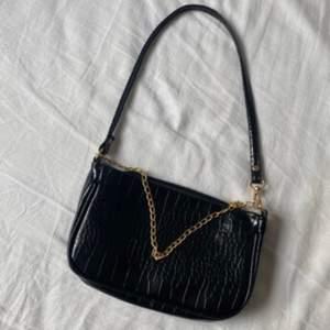Sjukt fina baguette väska som kommer aldrig till användning! Finns andra färger! ❗️Obs❗️ Lånad bild ❗️
