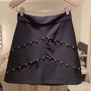 (Budgivning) Helt oanvänd kjol från zara. Pris kan diskuteras