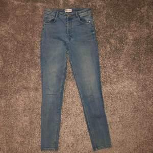 Skinny jeans från Zara, mycket stretchiga, sköna, känns som leggings tbh
