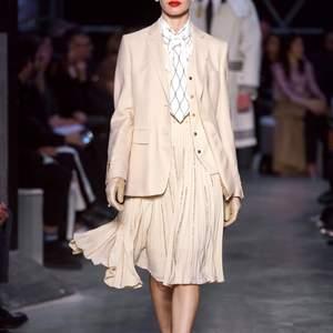 storlek 32 från burberry 2019 haute couture kavaj🦋